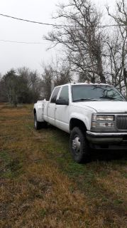 1997 Chevy diesel dually with a fifthwheel hitch in back 4x4