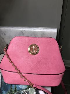 Nice shoulder bag in perfect condition with 2 zipper pouches inside and one on back