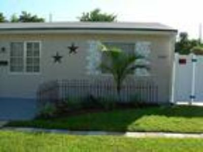 Hollywood Two BR Fast Approval Pet Friendly Apartment For Rent