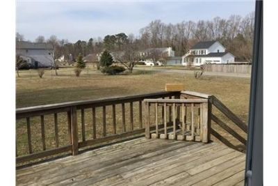 Great Ranch home with huge fenced yard in Great Woods