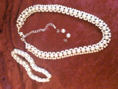 Gorgeous set of fashion pearls white