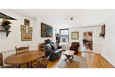 1 bedroom Townhouse - This charming garden apartment rental is located in a 4-unit.