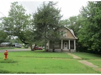3 Bed 2 Bath Foreclosure Property in Enterprise, KS 67441 - Tell St