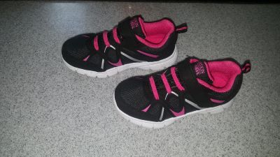 Size 11 worn once. $5 FIRM POMS FTPU (Dog and cat in home)