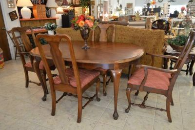 Queen Anne Style Dinning Table Set