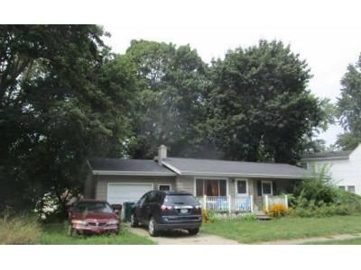 3 Bed 1 Bath Foreclosure Property in Lansing, MI 48906 - Greenoak Ave