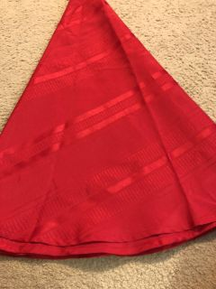 Red round table cloth