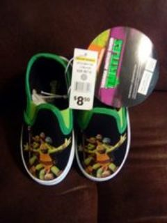New Turtle Shoes size 7-8 Boy's