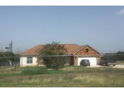 4 Bed 2 Bath Foreclosure Property in Pipe Creek, TX 78063 - Riverside Dr
