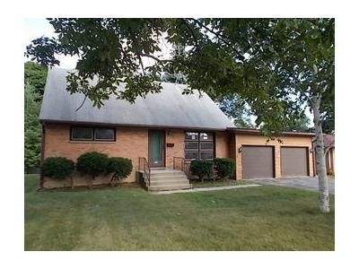 4 Bed 2 Bath Foreclosure Property in Winthrop Harbor, IL 60096 - College Ave