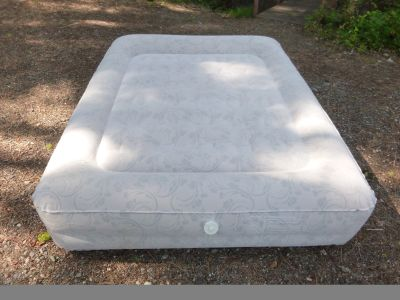 Classic Aerobed Bed with Built-in Pump, Full size