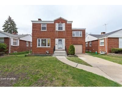 3 Bed 2 Bath Foreclosure Property in Westchester, IL 60154 - Drury Ln