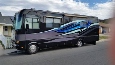 By Owner! 2004 30 ft. Safari Trek 29RBD w/2 slides