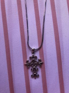 Beautiful sterling silver cross necklace