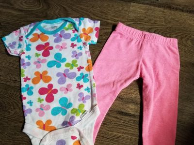 0-3 months. Lots of baby clothes available