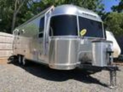 2016 Airstream Flying Cloud 25FBT Twin
