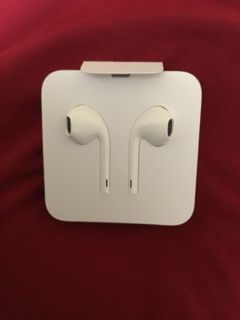 IPHONE EAR BUDS NEW!