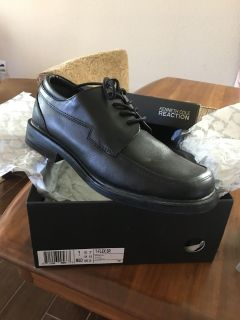 Kenneth Cole youth boys dress shoes so 7