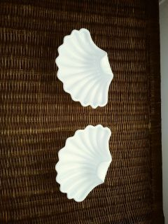 VINTAGE MILK GLASS CLAM SHELL CANDY DISH