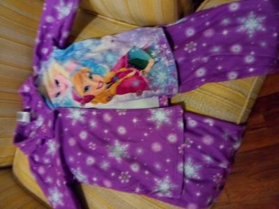 Very cute Frozen PJ top and pant size 6 good condition