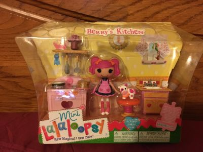 New Mini Lalaloopsy Berry's Kitchen set with figure