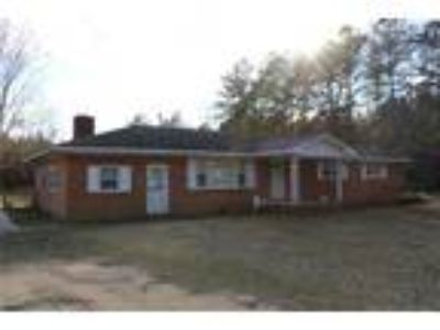 Home on 5 acres in great country setting! Hom...