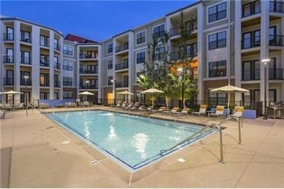 Pet Friendly 2+2 Apartment in Brentwood