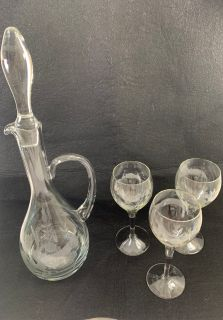 BEAUTIFUL VINTAGE 1970 FROSTED FLORAL WINE GLASS DECANTER W/ STOPPER & 3 WINE GLASSES