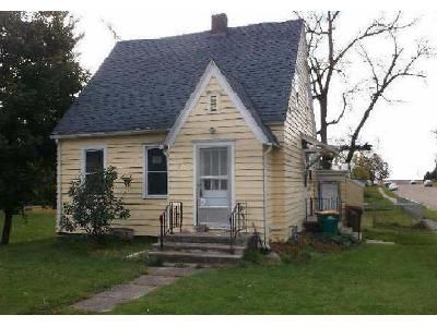 2 Bed 1.5 Bath Foreclosure Property in Emmons, MN 56029 - Main St
