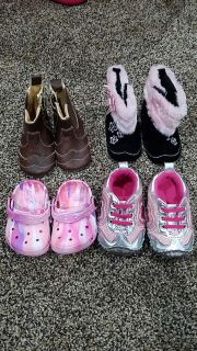 4 pairs of baby shoes size 3