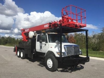 2006 Elliott H90R Sign Crane Truck for Sale  Mounted On a 2006 International 7400 Chassis