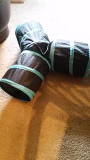 Cat play tunnel. Makes crinkly noise