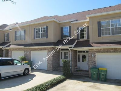 Beautiful townhome close to both bases and schools!
