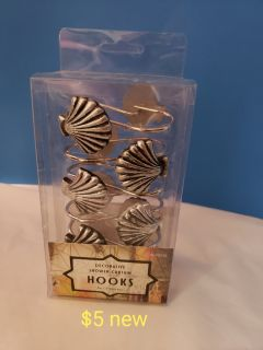 Sea shell bath curtain hooks