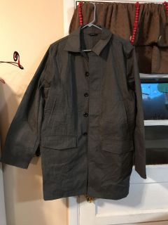 EUC Gap 3/4 rain resistant trench coat. Men s small, but I wore as a women s med/lg.