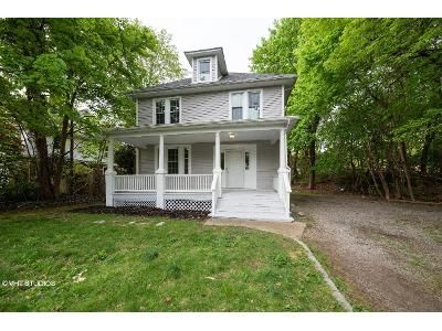 3 Bed 2 Bath Foreclosure Property in Oyster Bay, NY 11771 - Berry Hill Rd