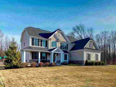 19 Bridlewood Loop Rexford Five BR, Picture perfect and straight