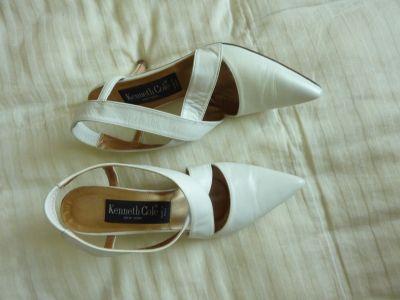 Kenneth Cole Medium Heel White Leather Shoe