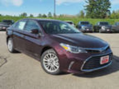 2018 Toyota Avalon Hybrid Red