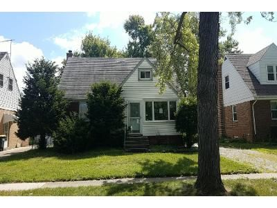 3 Bed 1.5 Bath Foreclosure Property in Lansing, IL 60438 - Greenbay Ave