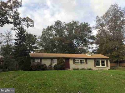 8664 Oakdale Rd Orrstown, This Three BR Ranch home sits on