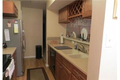 2 bedrooms Condo - Up graded Kitchen cabinets. Parking Available!