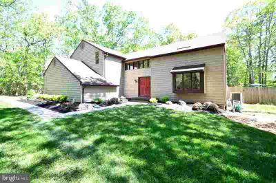 6 Pleasant Mill CT MEDFORD Four BR, Welcome to this beautifully