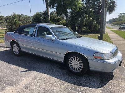 2005 Lincoln Town Car Signature (Blue)
