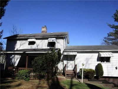 2 Bed 2.5 Bath Foreclosure Property in Tarentum, PA 15084 - Blue Berry Ln
