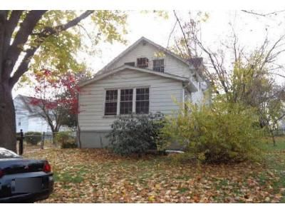 3 Bed 1 Bath Foreclosure Property in Aston, PA 19014 - Rosemont Ave
