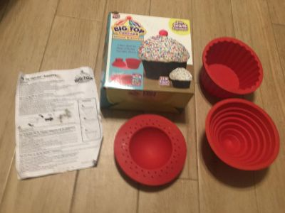 Big Top CupCake 3 Pc Silicone Bakeware w/ directions - Box & direction sheet shows wear shows wear