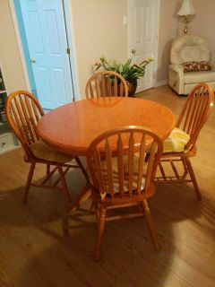wood dining table & 4 chairs+cushions