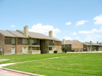 Grand Prairie 1/1 $820 2 Pools, Tennis Court, S Carrier Pkwy
