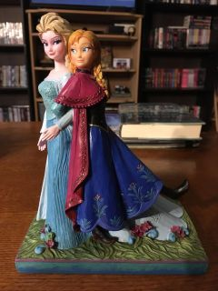 Ana and Elsa bookend